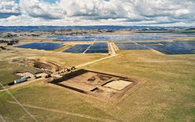Apple_announces-new-climate-efforts-with-over-110-suppliers-transitioning-to-renewable-energy-wide-shot-of-field_033121_big.large